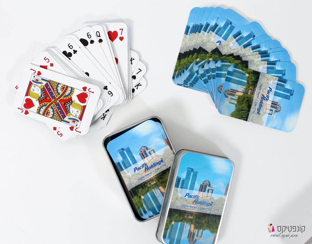 קופסת קלפים ממותגת קונפטיקס