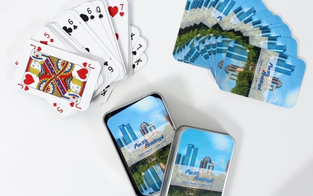 קופסת קלפים ממותגת