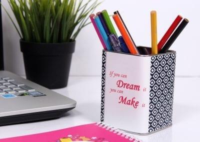 מעמד עטים ממותג לתחילת או סוף שנה